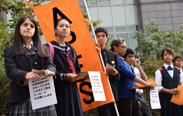 Overstayed children deliver a speech in front of Tokyo Regional immigration Bureau in Minato Ward, Friday 23 October 2015. Satoko Kawasaki photo.